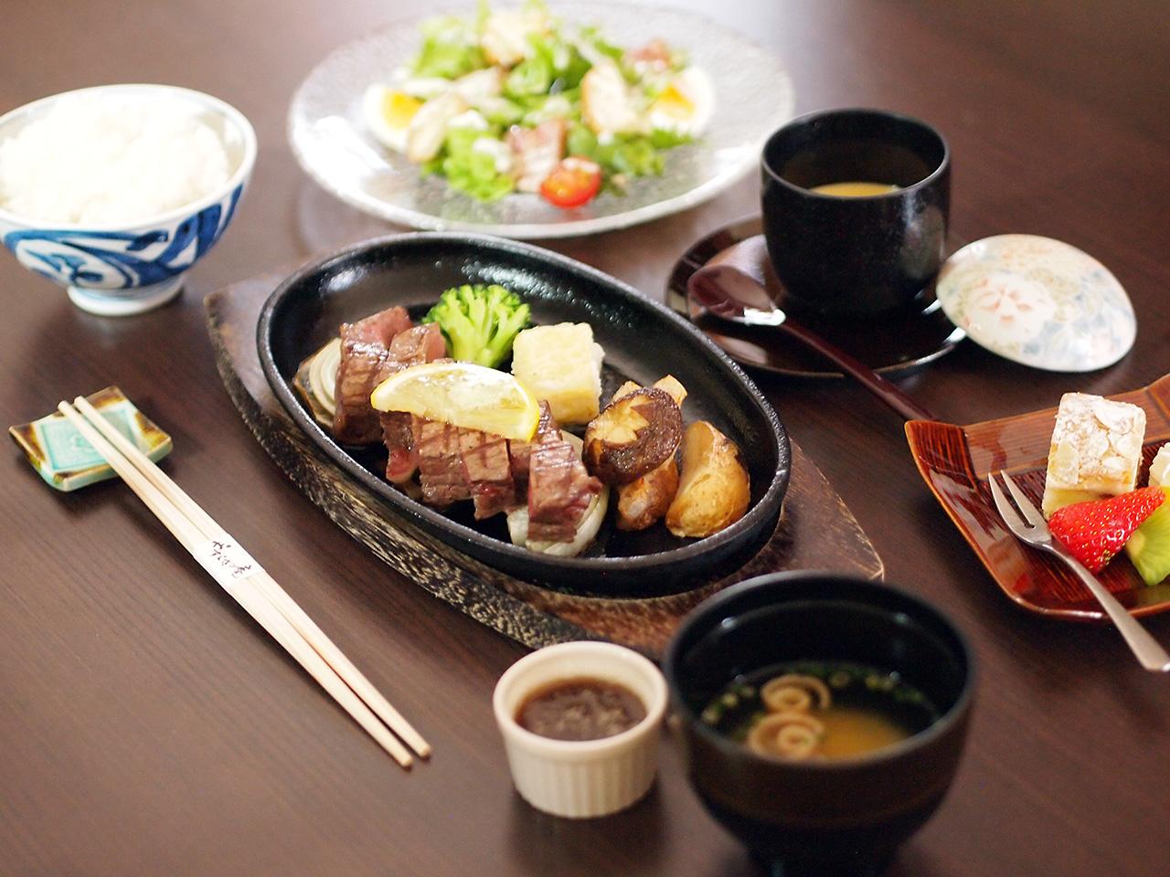 お箸で食べるステーキコース
