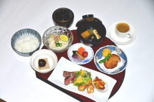 8月越の国御膳 肉 季節のお造り付